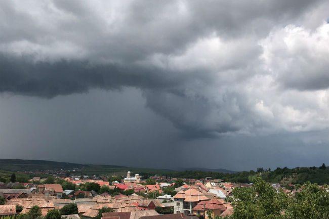 vremea furtuna