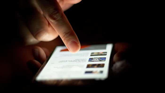 finger smartphone screen cc 700x394