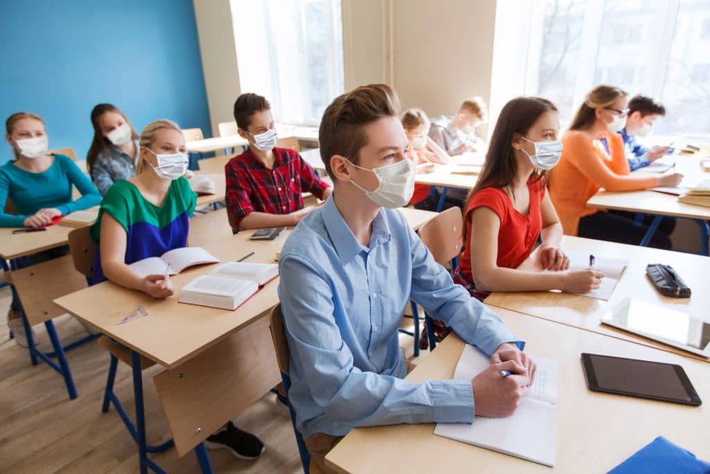elevi clasa scoala pandemie masca masti profesor 18