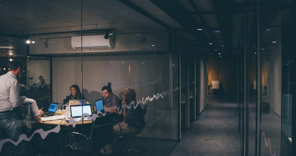 Trei echipamente IT care nu ar trebui să îți lipsească după deschiderea firmei